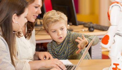 Sí a los dispositivos robotizados en las escuelas, peo Con qué edad